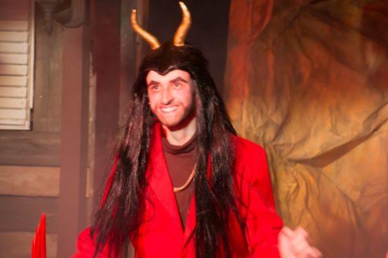 der Bräutigam... ein Teufel