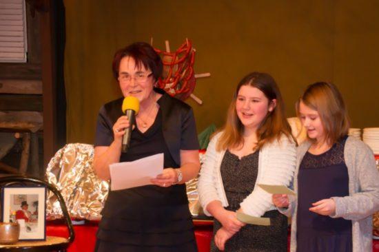 Gemeinsam mit Marleen und Chiara eröffnete Carola Nitsche unsere Silvesterfeier.