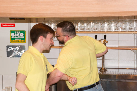 ein Tänzchen in der Bierbar...