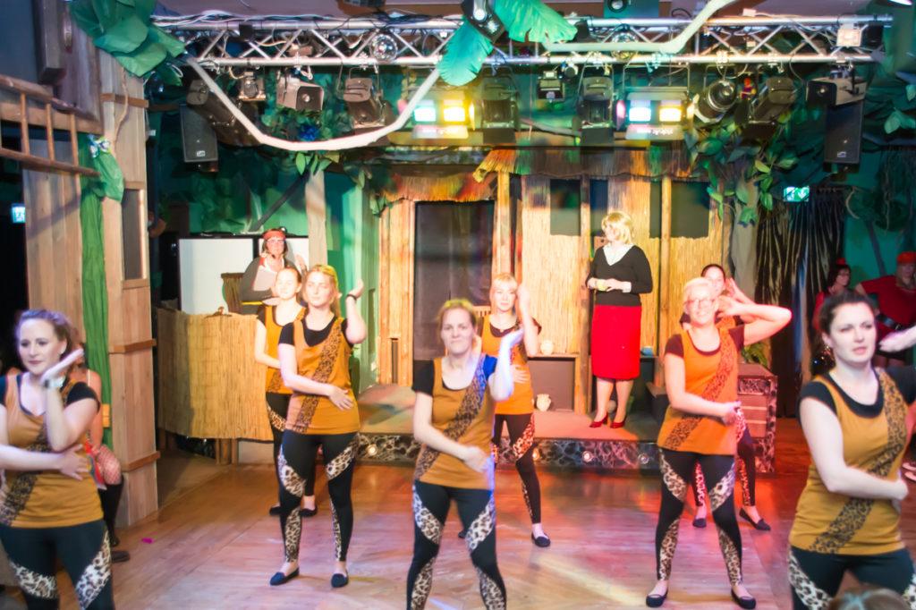 die Show- Tanzgruppe des Jugendklubs