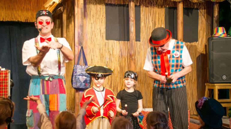 Die Piraten entern die Bühne.