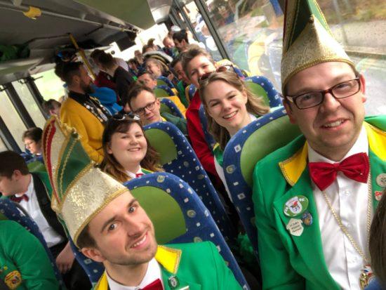 Im Bus blieb auch genug Zeit für Selfies zur Kontrolle, ob niemand auf dem Saal vergessen wurde.