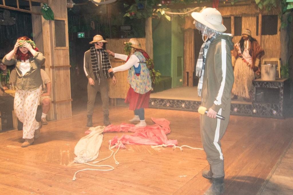 Familie Käseberg ist mit dem Heißluftballon abgestürzt, dann fehlt plötzlich die Mutti