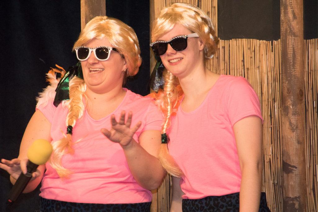 Meghan und Victoria müssen nach Stiefmutters Pfeife tanzen