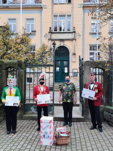Um 11:11 Uhr treffen sich deshalb die drei Präsidenten des Karnevalsklub Bannewitz, Karnevalsverein Possendorf und des Schützen- und Karnevalsverein Goppeln, um dem Bürgermeister den Rathausschlüssel abzunehmen, natürlich unter Einhaltung aller Hygiene-Maßnahmen. Wir möchten uns an dieser Stelle auch herzlich bei der Werder Bedachungen GmbH für den großzügigen Gutschein bedanken.